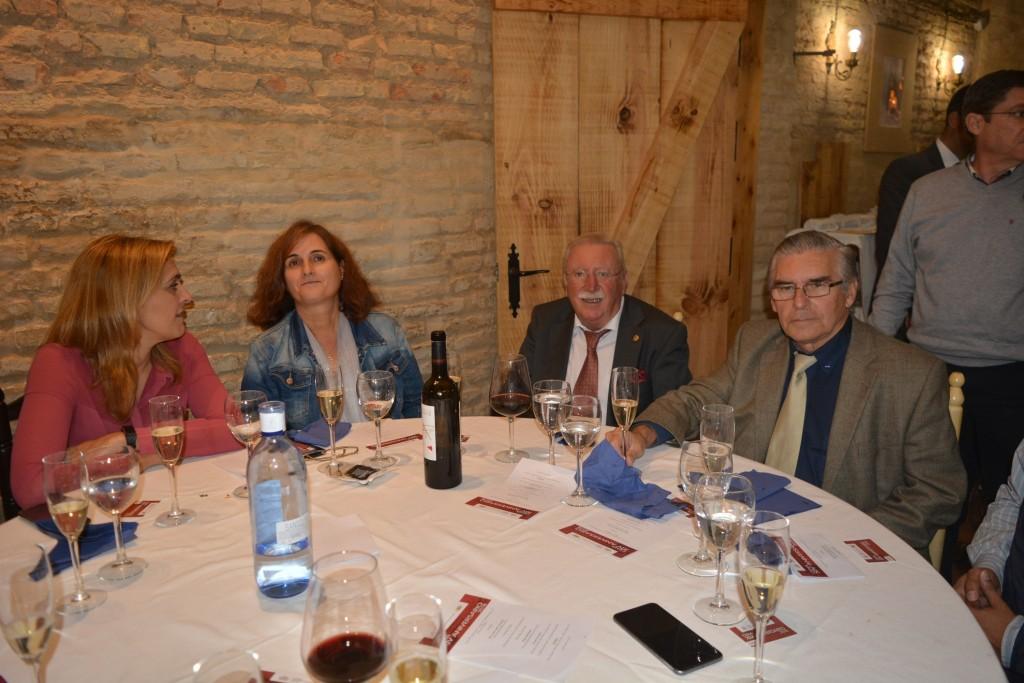 Jesús Jimeno y las trabajadoras de su despacho Cinta y Lourdes , y Julián Carrasco