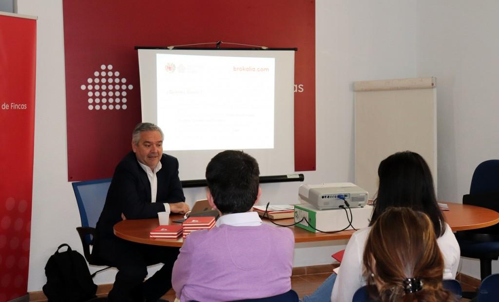 Una de las sesiones formativas desarrolladas por Brokalia en el COAF.