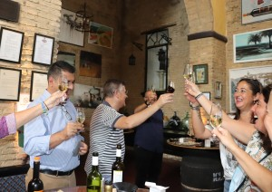 Brindis por los vinos onubenses.